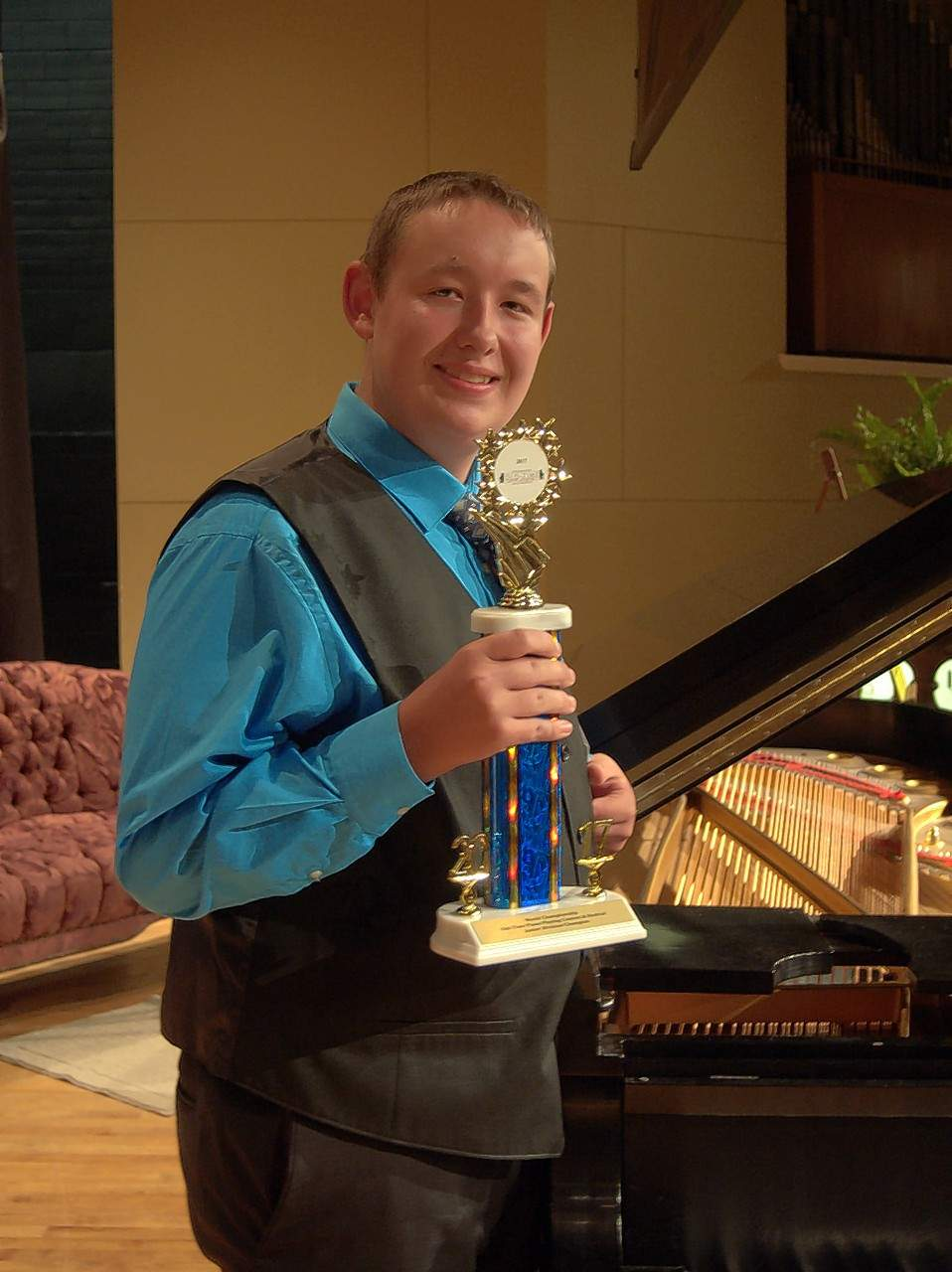 Nathan Beasley of Eldorado takes the top prize in the junior division of the 2017 Old-Time Piano Playing world championships
