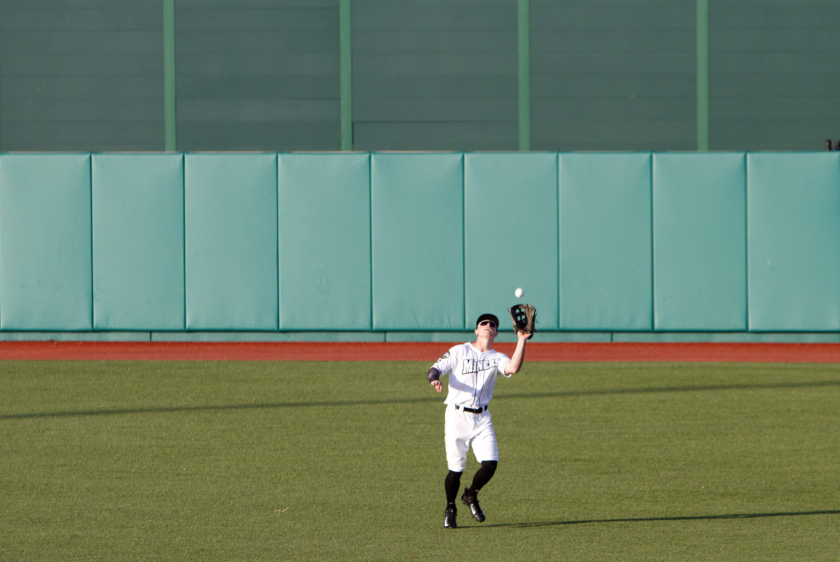 Ryan Sluder makes a catch.