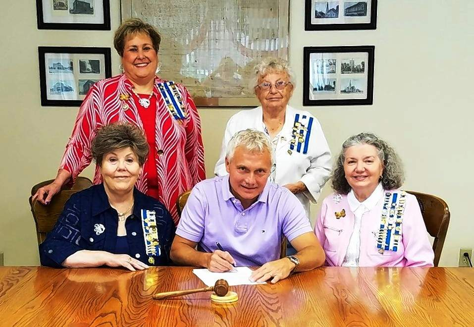 Eldorado Mayor Rocky James signs a proclamation declaring Sept. 17-23 as Constitution Week. He is joined by Michael Hillegas Daughters of the American Revolution members Sharon L. Tanner, regent (seated, left) and Sharon Pyle, chaplain; and Janice Hall, registrar, and June Vangampler (standing). Constitution Week is Sept. 17‐23 every year, regardless of the day of the week that the 17th falls on. This week commemorates the signing of the Constitution of the United States.