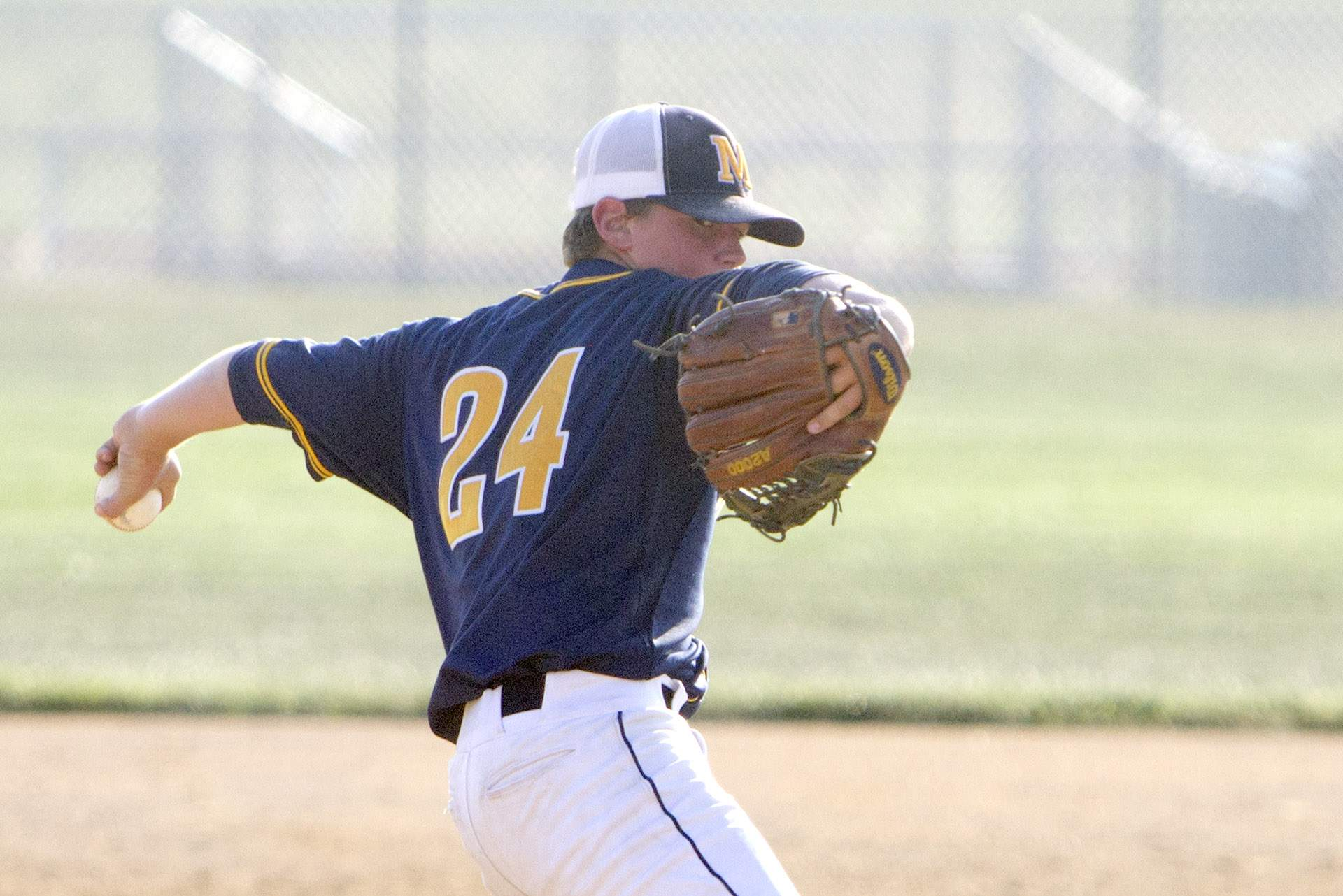 Karsten Stotlar throws a pitch.