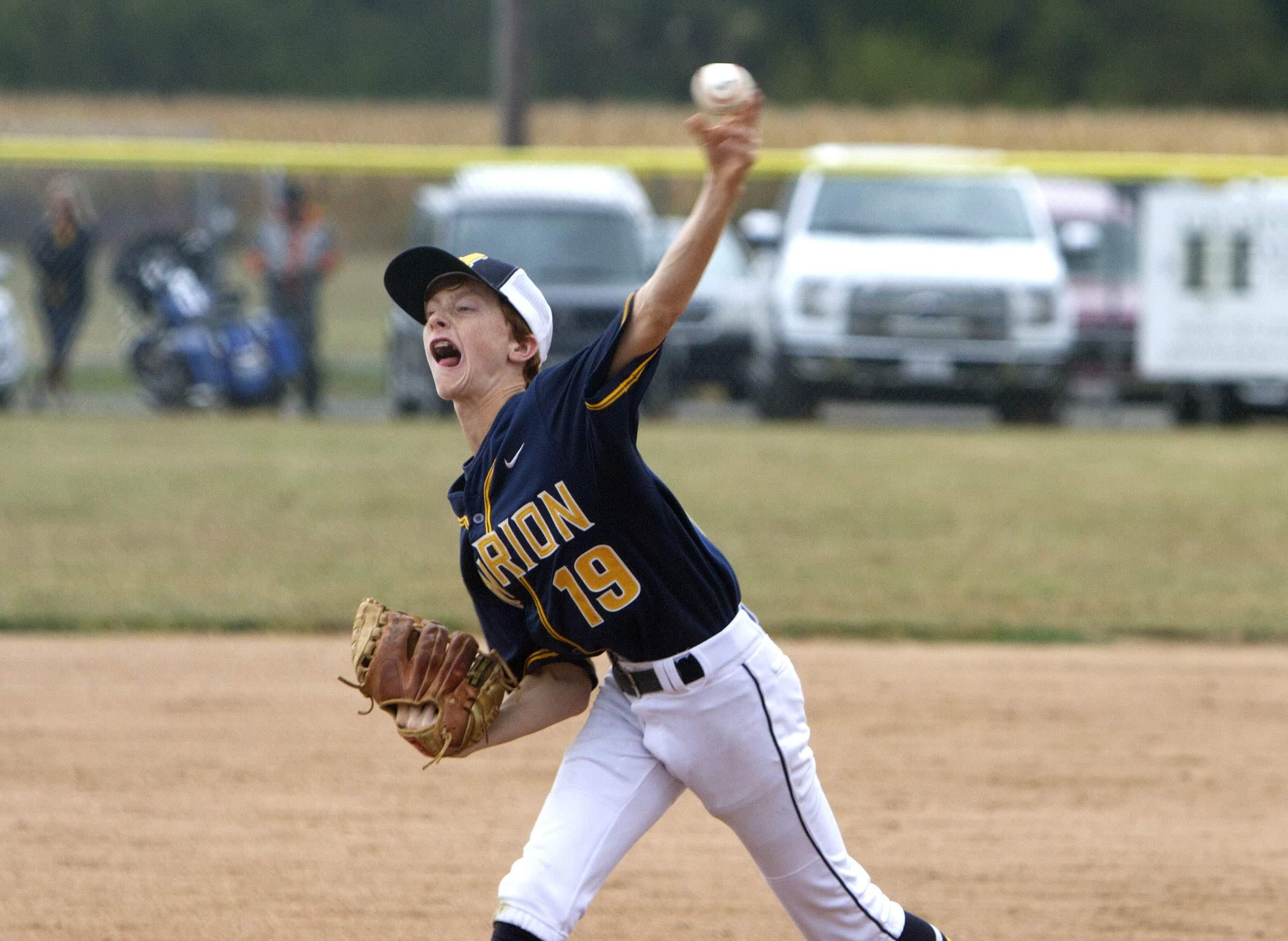 Devyn Wright throws a pitch.