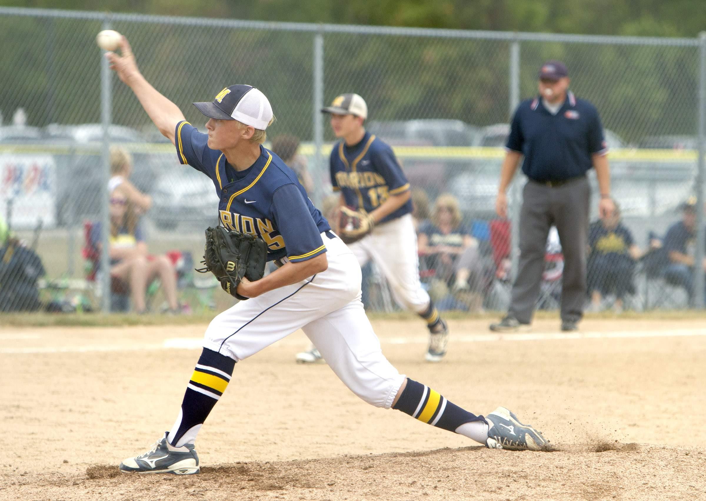 Nehemiah Goodman throws a pitch.