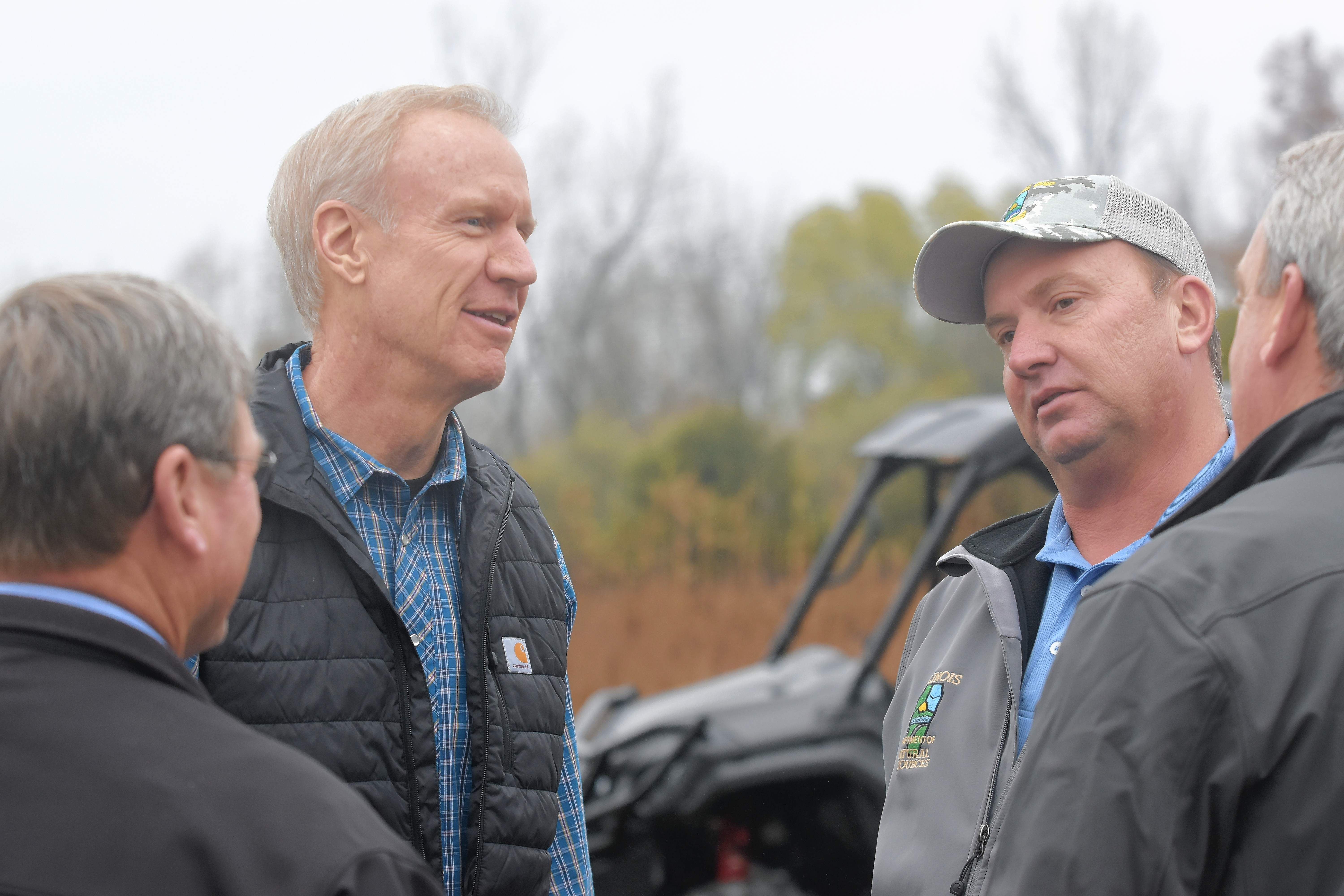 Gov. Bruce Rauner speaks with Sahara Woods site superintendent Eric McClusky prior to Wednesday's announcement.