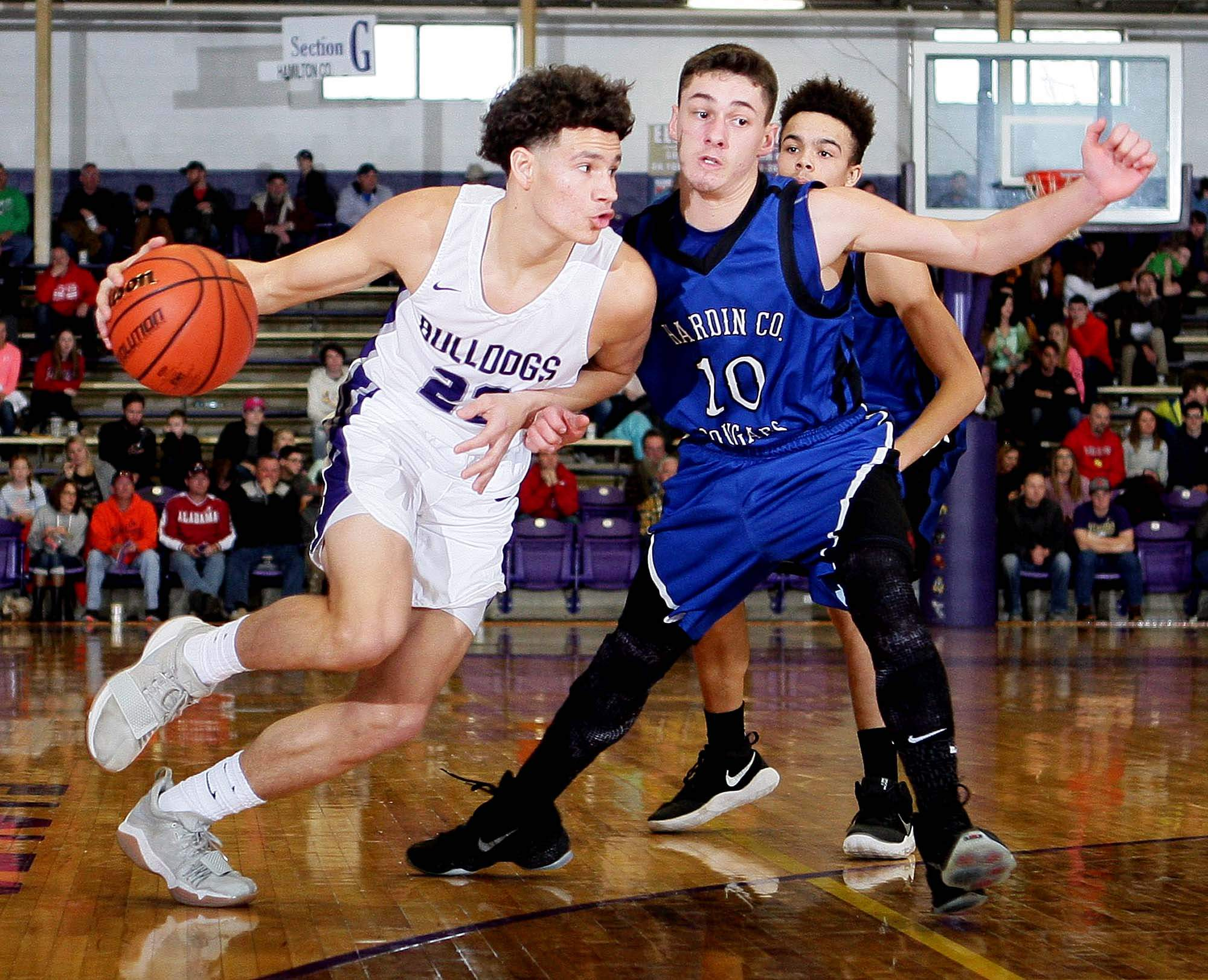 Harrisburg's Isaiah Saulsberry erupted for 21 points in the Bulldogs' win over Hardin County on Day 1 at the EHT.