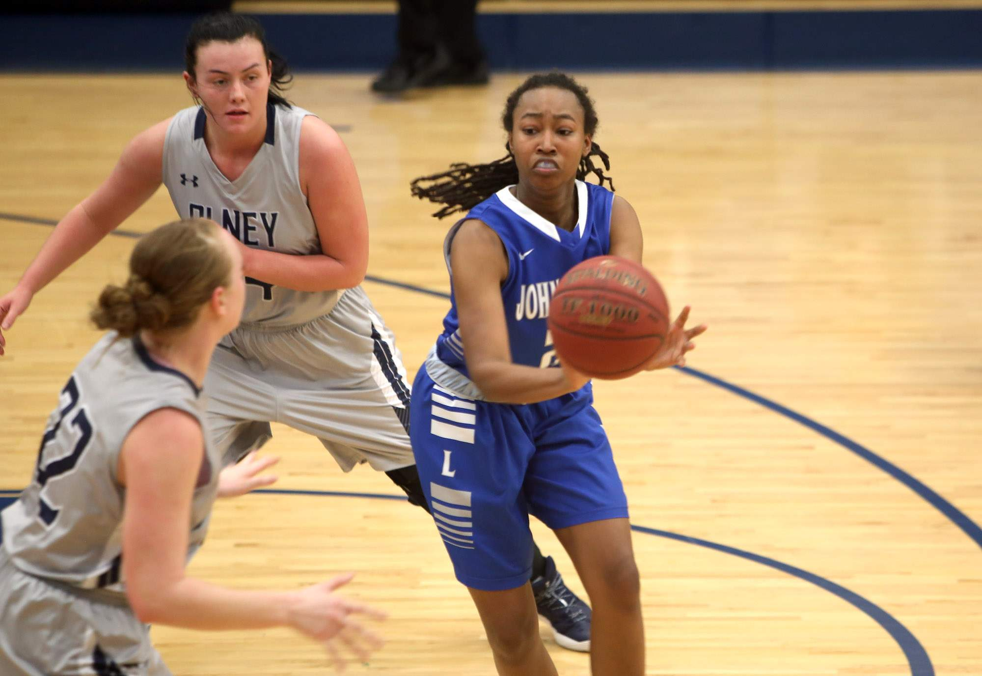 Miriah Donelson passes the ball.