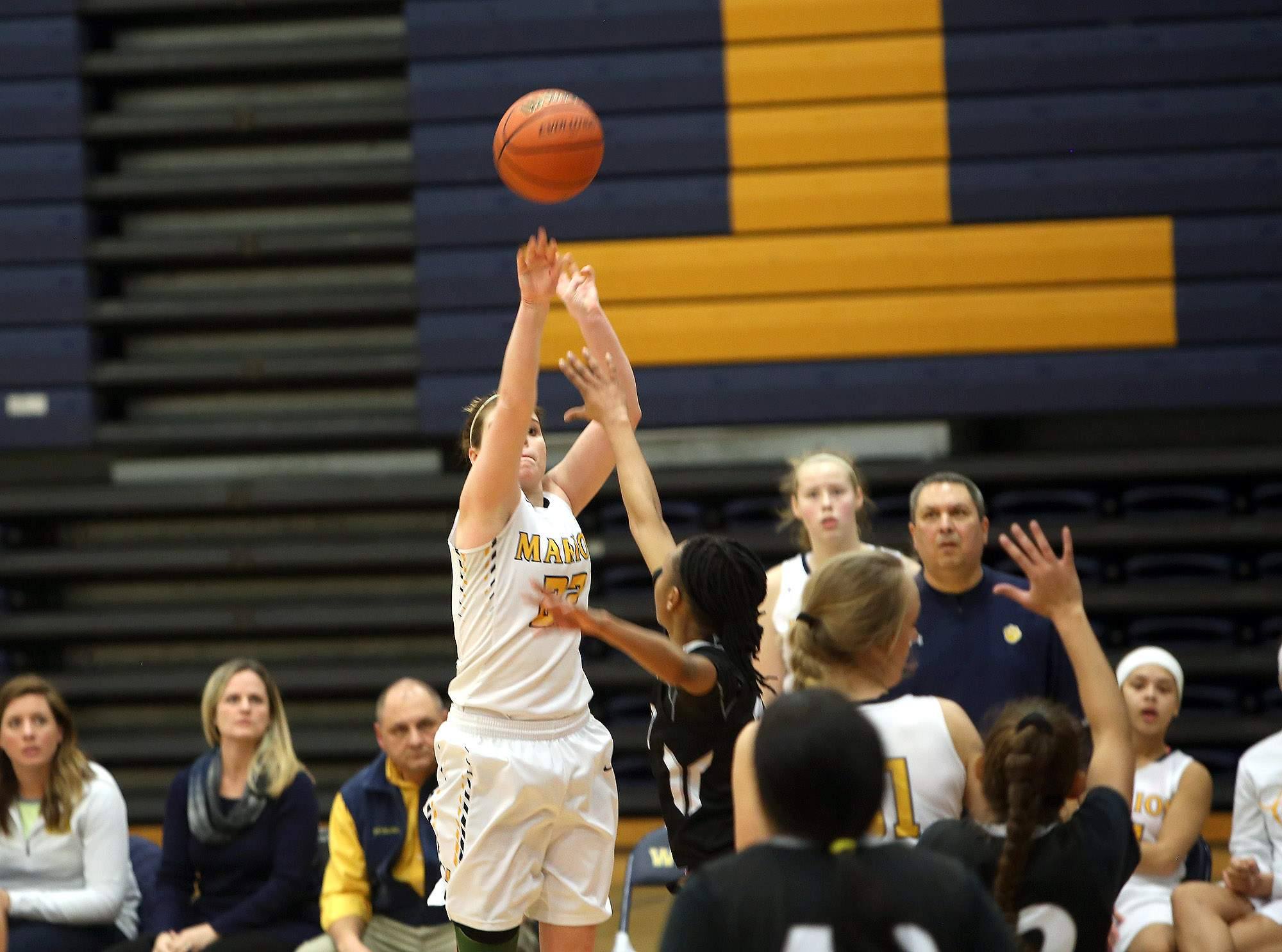 Abby Bayer hits a 3-pointer with 44 seconds left.