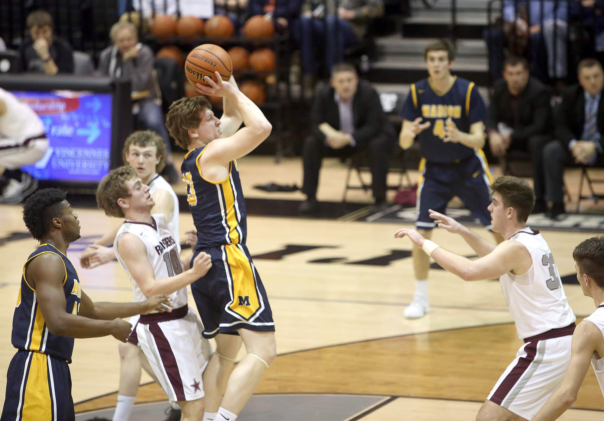 Justin Saddoris scored a career-high 32 points in Tuesday's win over Benton.