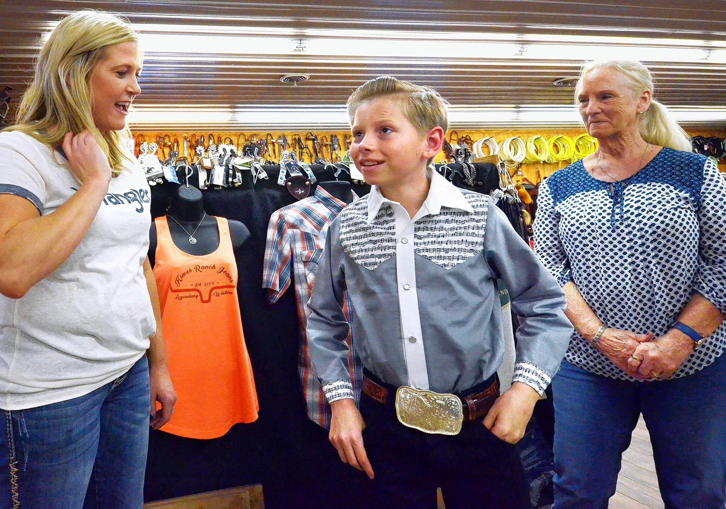 crooner mason ramsey gets a few new duds at marion store
