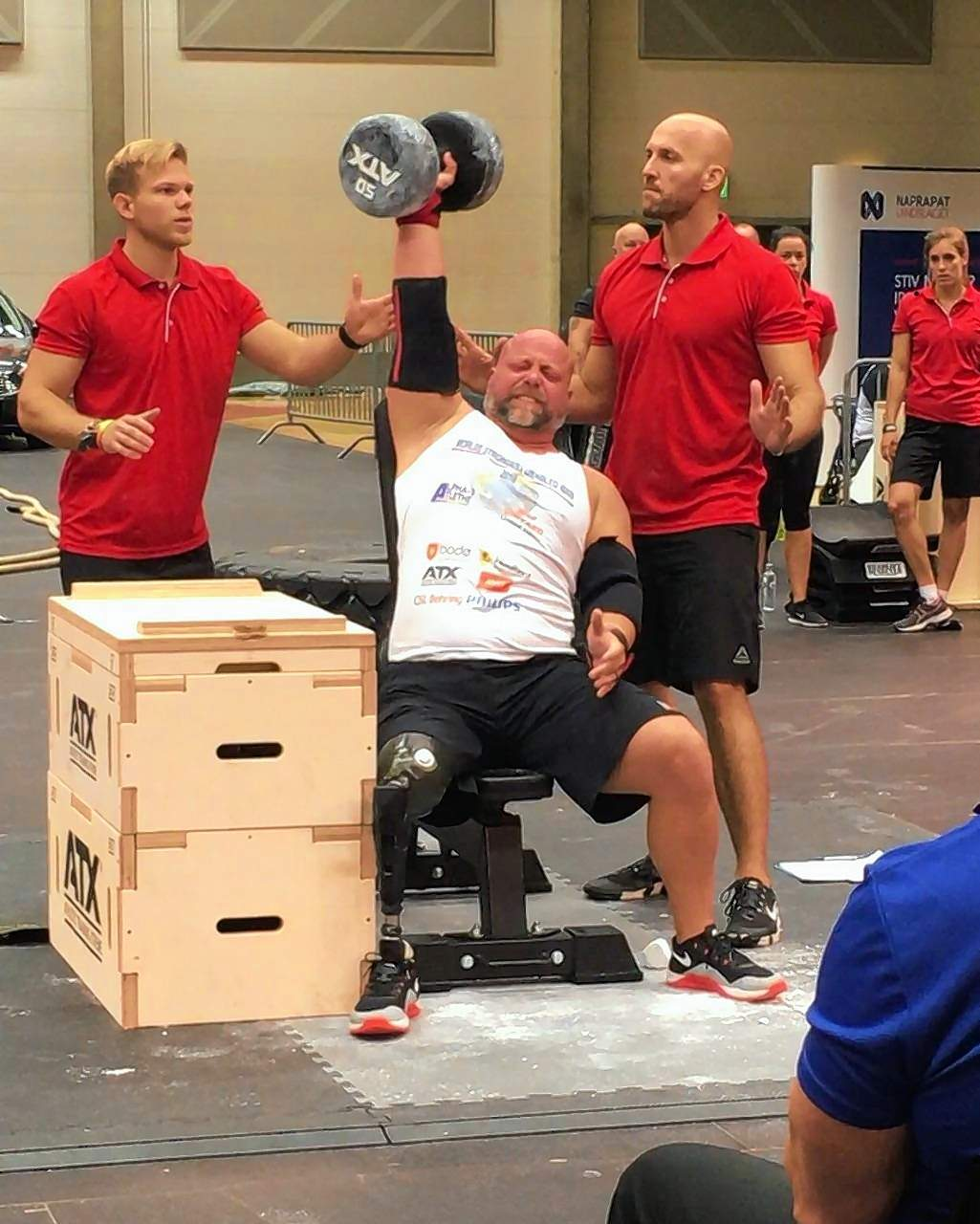 Brad Vinyard competes in one-arm dumbbell press.