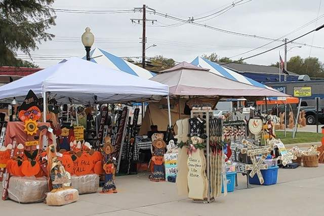 Craft fair vendors sell their wares at the fair on city hall property.