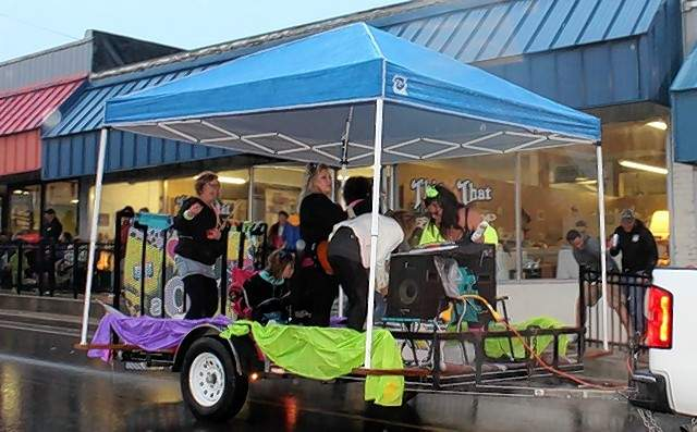 Island Breeze Salon float provided a musical flair during the parade.