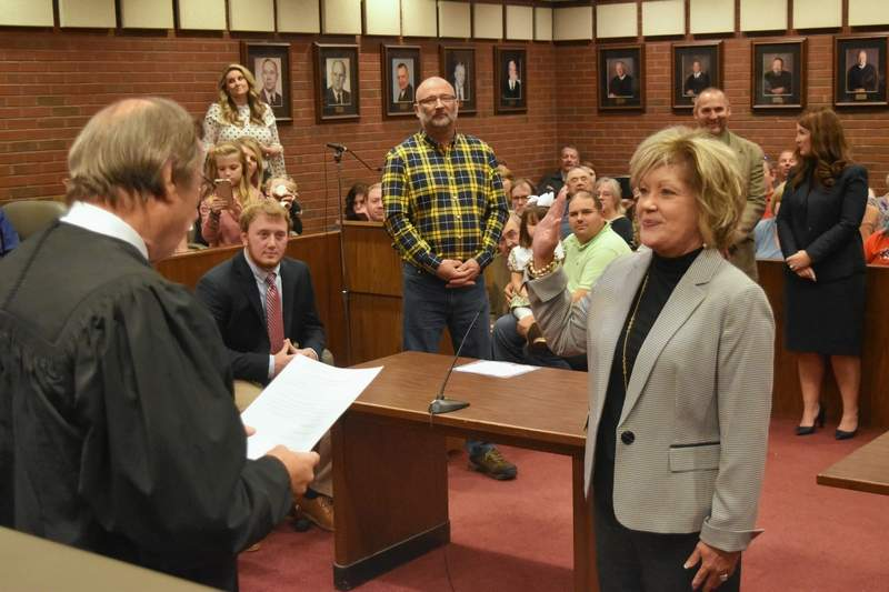 Judge Walden Morris swears in Regional Superintendent Dr. Beth Rister Friday at the Saline County Courthouse.
