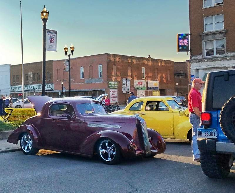 This past Saturday, the Benton Public Square was surrounded by 44 classic vehicles, and with warm, sunny conditions, the normally hectic traffic around the square was moving at a much slower, more relaxed pace, even allowing an exhibitor to answer a question for a passing Jeep driver.