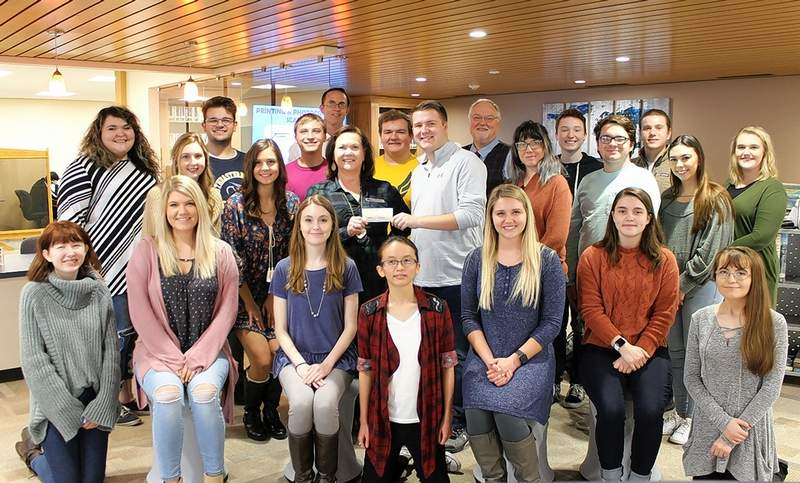 The SIC Student Government is the newest sponsor of the SIC Learning Commons, donating $500.