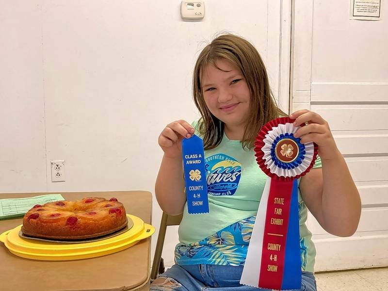 Murphie Horton with her cake project.
