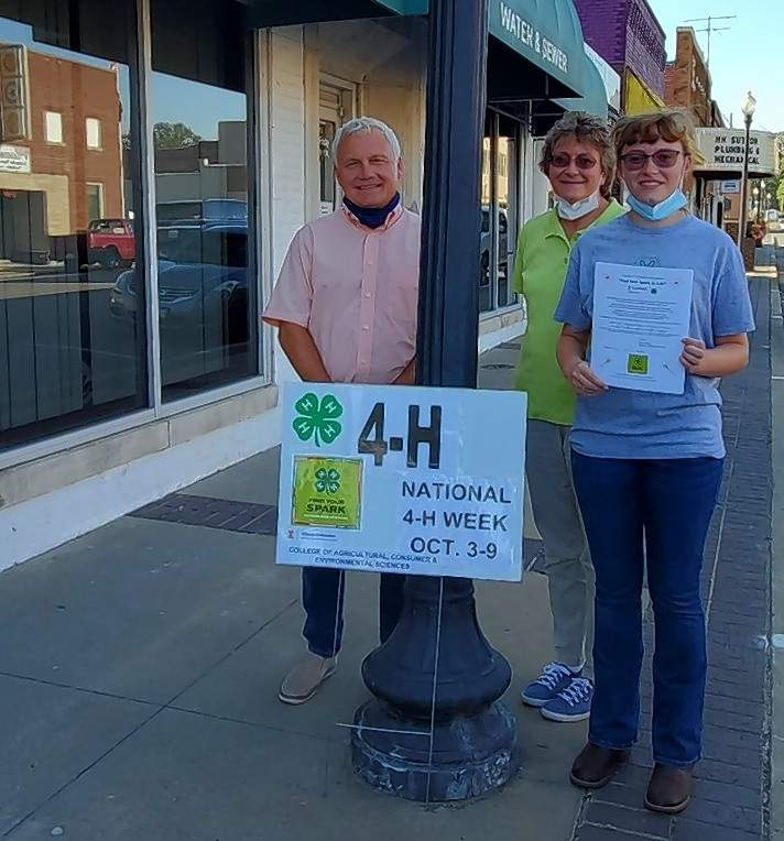 Incoming 4-H Federation President Rachel Lands and Federation Leader Marie Lands, join Eldorado Mayor Rocky James outside City Hall for the 2021 National 4-H Week Mayor Proclamation signing.